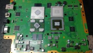 металлических накладок с центрального и графического процессоров
